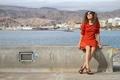 Картинка вода, горы, корабль, Девушка, платье, очки
