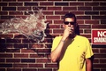 Картинка вода, no smoking, ситуация, парень
