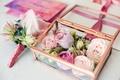 Картинка свадьба, праздник, коробка, букет невесты, кольца, розы