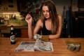 Картинка девушка, механик, перчатки, мастерская, журнал