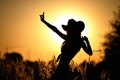 Картинка девушка, солнце, танец, силуэт
