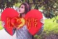 Картинка Love, взгляд, руки, сердце, кофта, любовь, девушка, heart