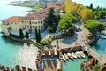 Картинка Сирмионе, Lake Garda, Sirmione, вид сверху, Италия, Гарда, дома, деревья, курорт, лодки, озеро, Italy