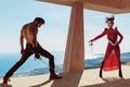 Картинка пейзаж, Harpers Bazaar, актриса, наряд, Emilia Clarke, модель, дуэль, шпаги, в красном, фехтование, мужчина, море, ...