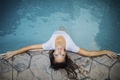 Картинка девушка, бассейн, Jesse Herzog, взгляд снизу
