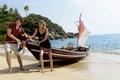Картинка пальмы, лодка, остров, парень, берег, и небольшой пейзаж, пляж, девушка, океан