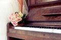 Картинка пианино, свадьба, букет, розы, платье