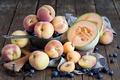Картинка blueberry, peach, дыня, BlackBerry, summer fruits and berries, летние фрукты и ягоды, абрикос, персик, черника, ...