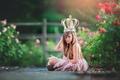 Картинка девочка, боке, корона, цветы