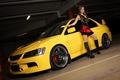 Картинка парковка, lancer, желтый лансер, Mitsubishi, девушка