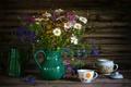 Картинка кофейник, полевые цветы, букет, душистый горошек, натюрморт, ромашки, чашки, лето, сахарница, лютики, посуда, клевер