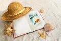 Картинка шляпа, морские звёзды, книга, ракушки, песок